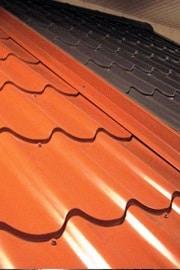 Dakplaten in de vorm van dakpannen