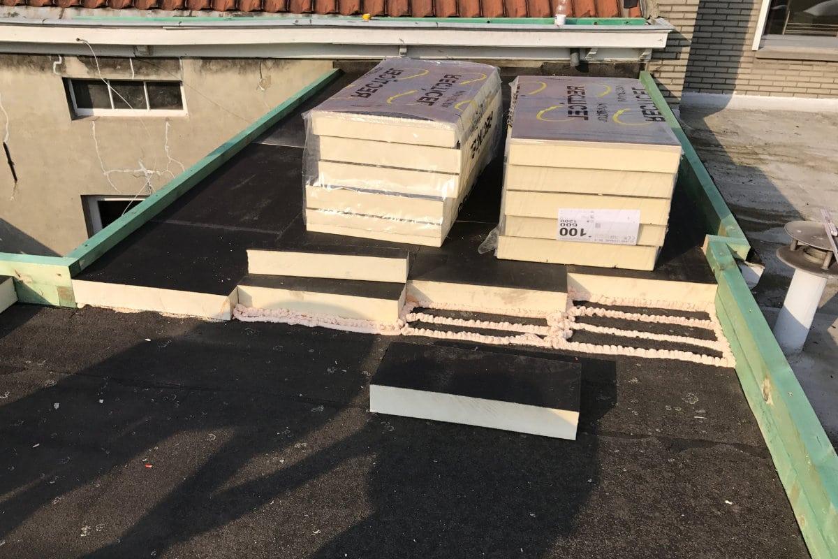 Plat dak isoleren dakrenovatie