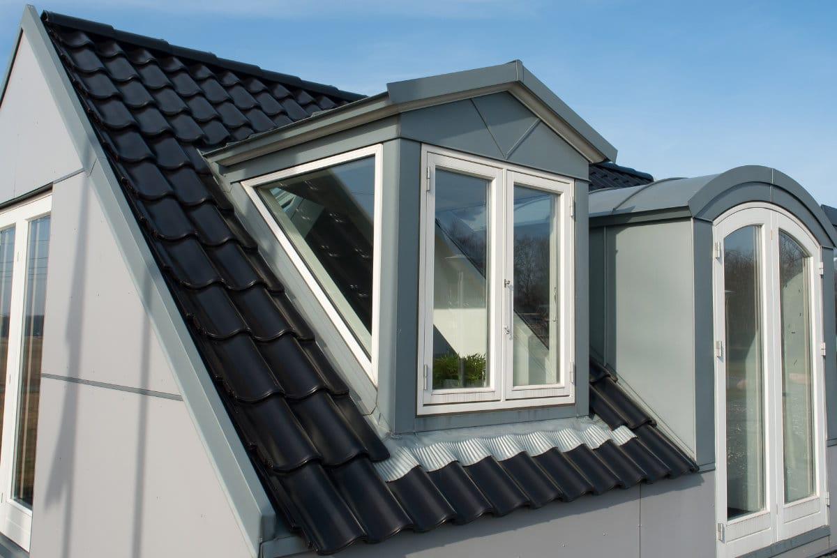 Keramische dakpannen zwart