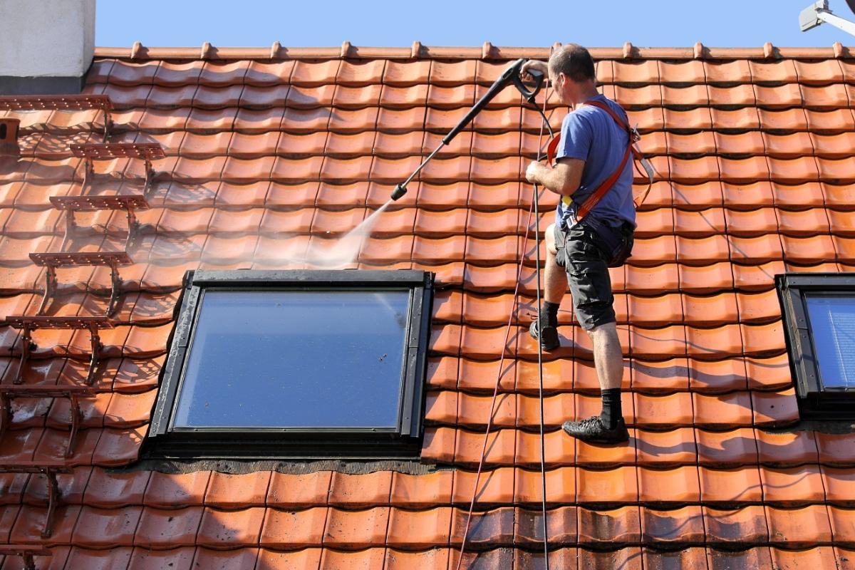 werkwijze ontmossen van daken